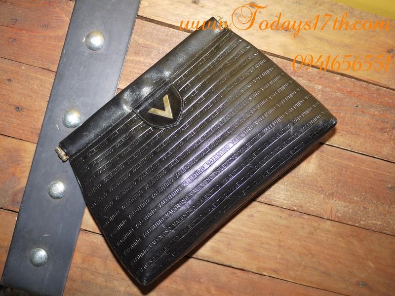 กระเป๋าคลัทช์หนังแท้ VALENTINO